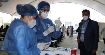 Inicia primer día de vacunación contra Covid-19 para los trabajadores de la educación