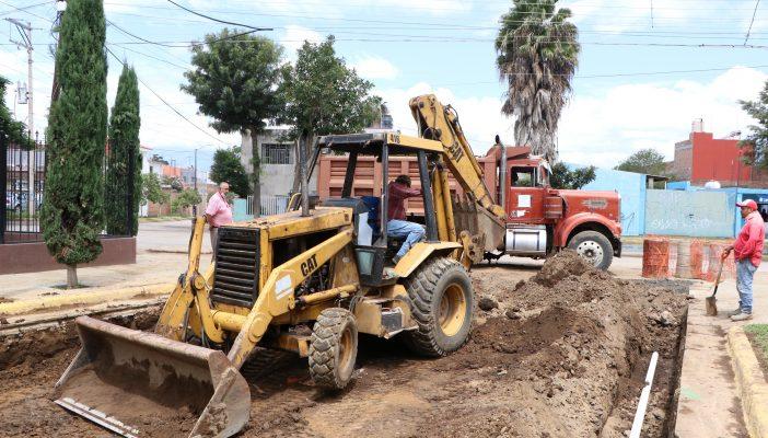 En equipo zapotlenses y Gobierno rehabilitan calle Francisco Márquez